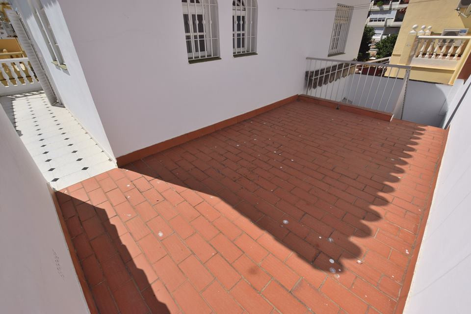 Townhouse Semi-detach located in centre of Los Boliches  4 bedrooms 2 bathrooms 1 Toilet Fitted ward,Spain