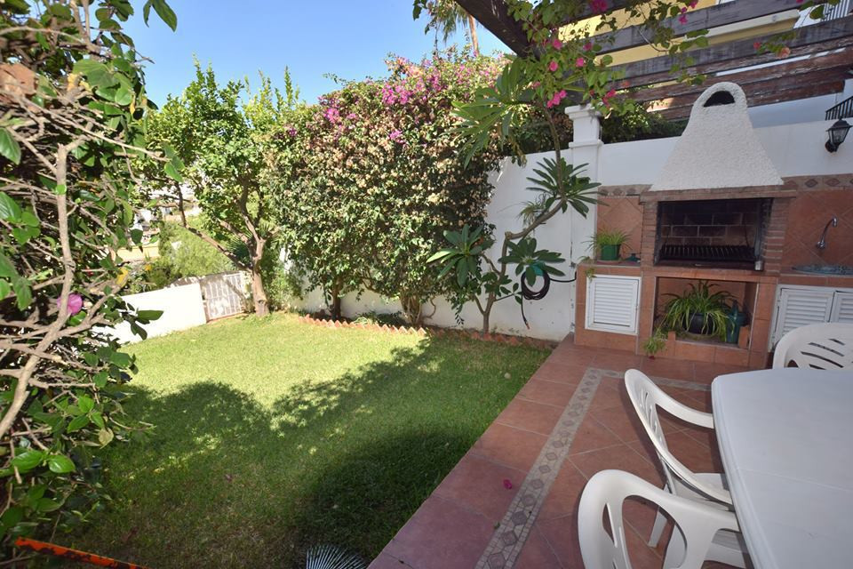 Community Only pool ; 65€ (optionals)    IBI; 650€      Rubbish; 50€  Townhouse located in Benalmade,Spain