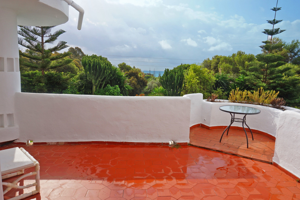 Spacious 2B/2B apartment situated in the sought after Jardines de Calahonda. The apartment is facing,Spain