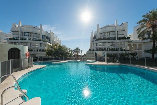 Apartament na parterze w Marbella R2692265