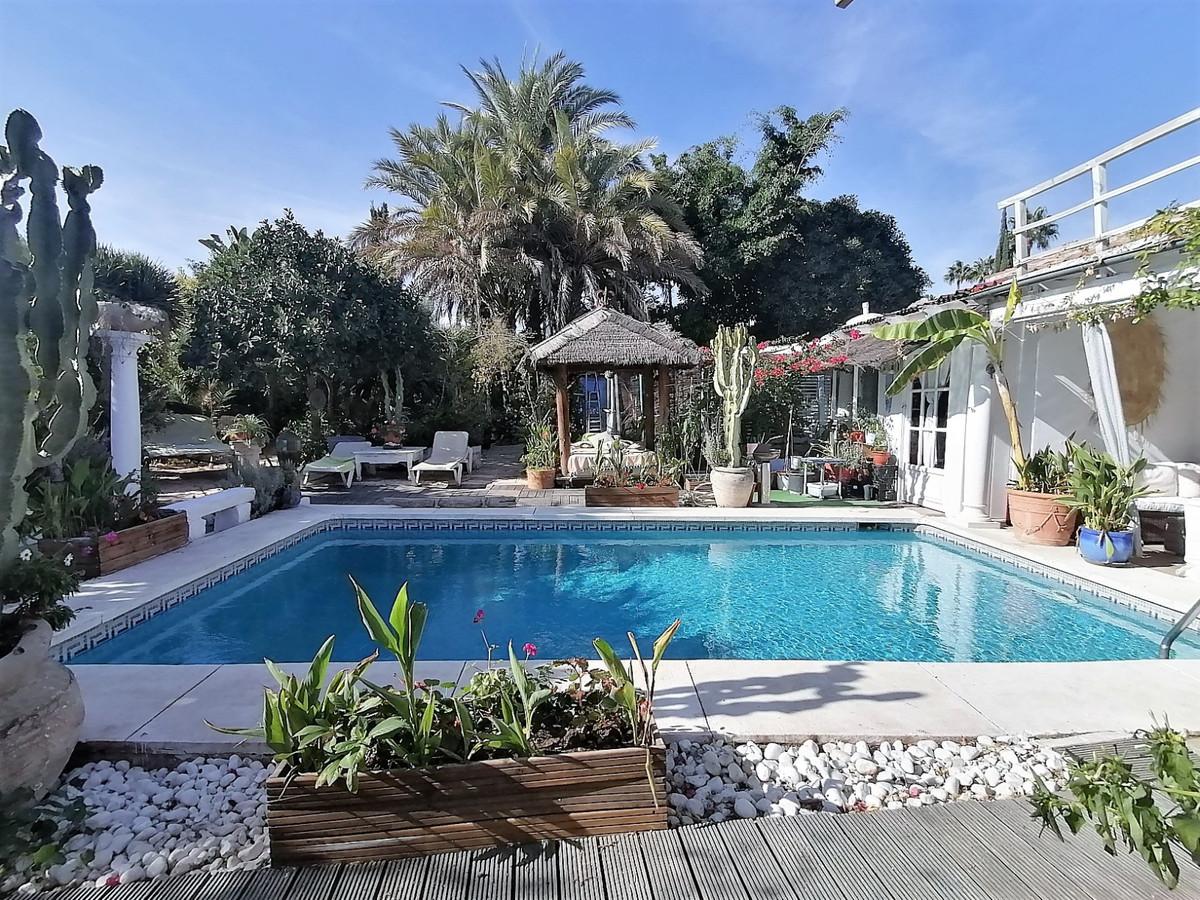 Villa Til salgs i Nueva Andalucía R3947815