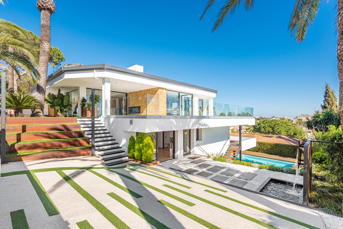 Villa Til salgs i Marbesa R3874102
