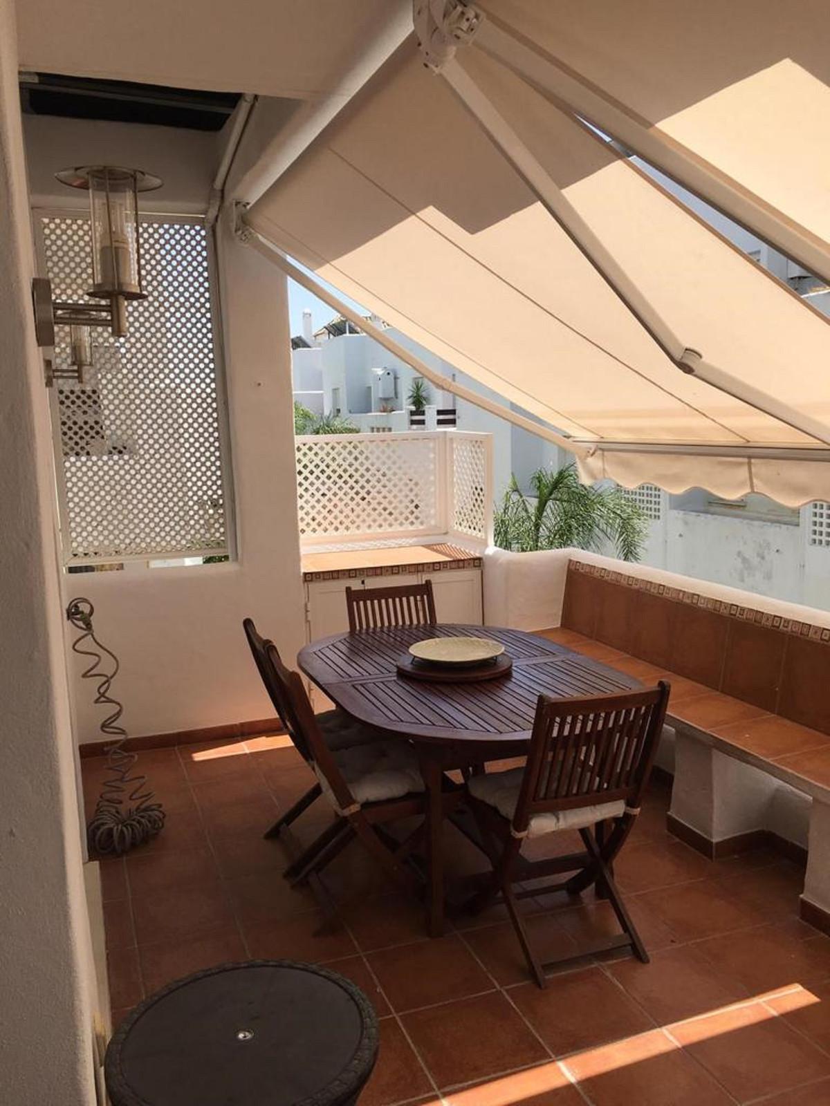 Middle Floor Apartment in Estepona R3447067