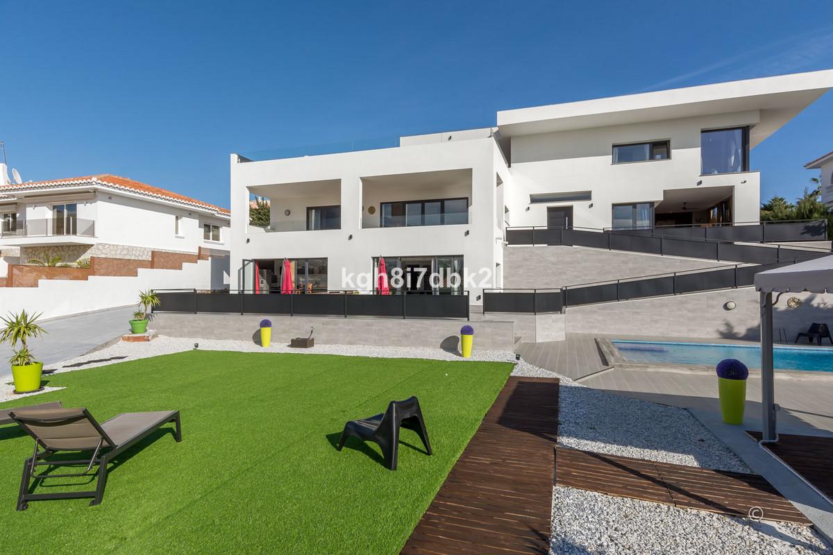 Villa  Independiente en venta   en Benalmadena Costa