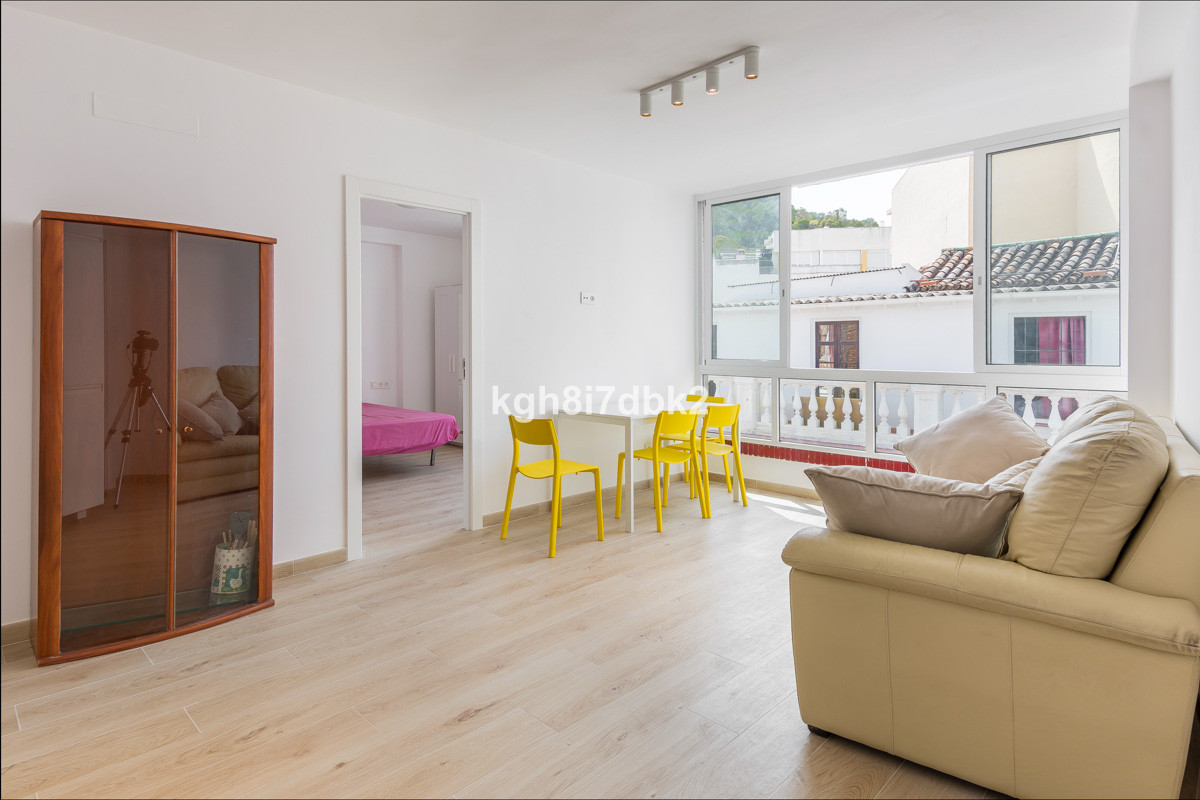 Renovated apartment 200 meters from Plaza de la Merced.  4th floor, NO LIFT.  Community 42€/mo. IBI ,Spain