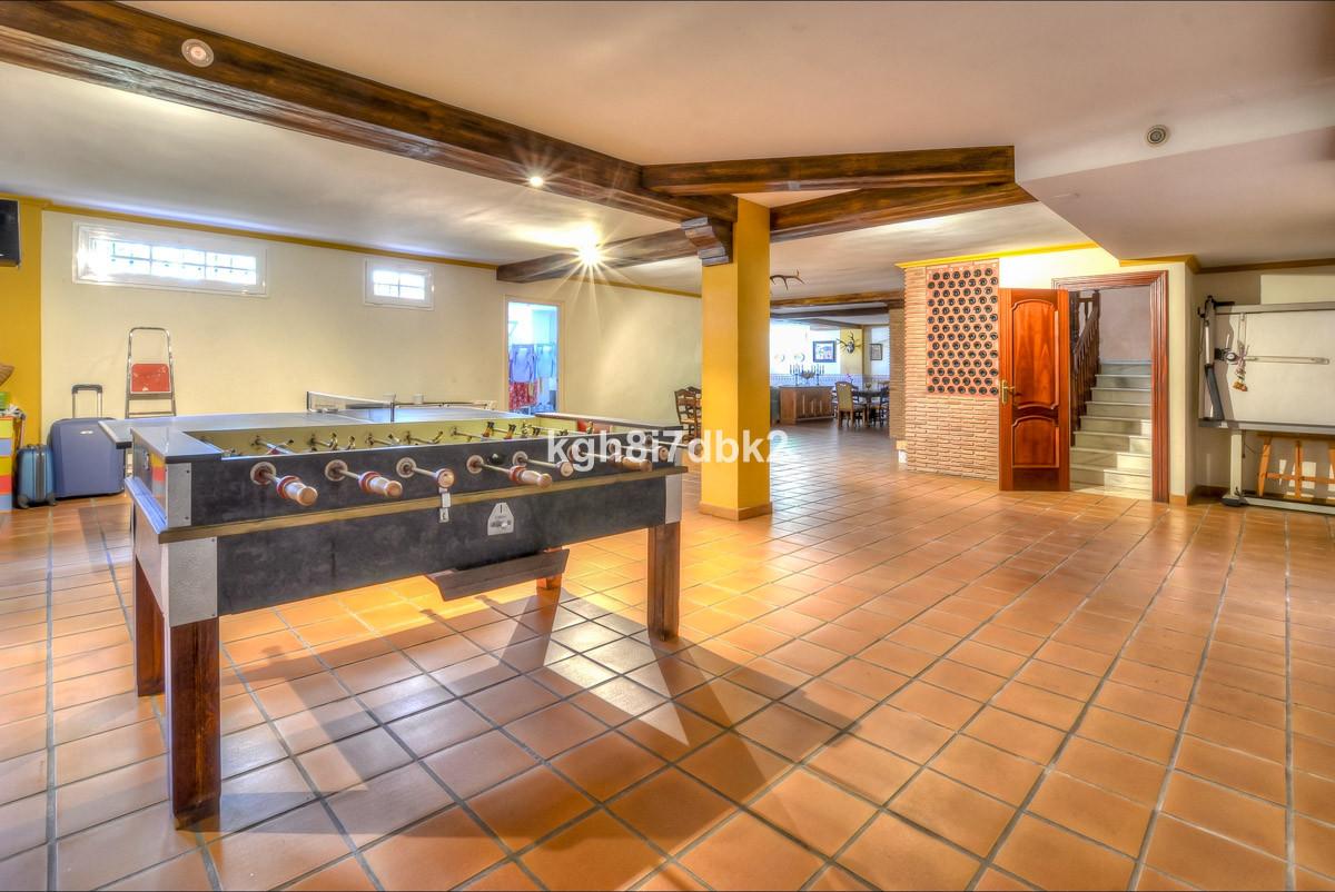 Villa con 10 Dormitorios en Venta Benalmadena