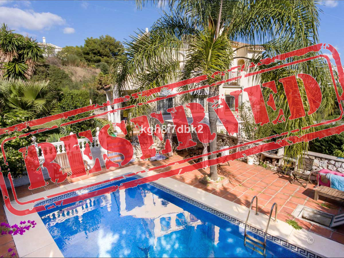 Detached villa in Calahonda - Calle Jaen  Lay-out in 3 levels: Semi-basement (only exterior access) ,Spain