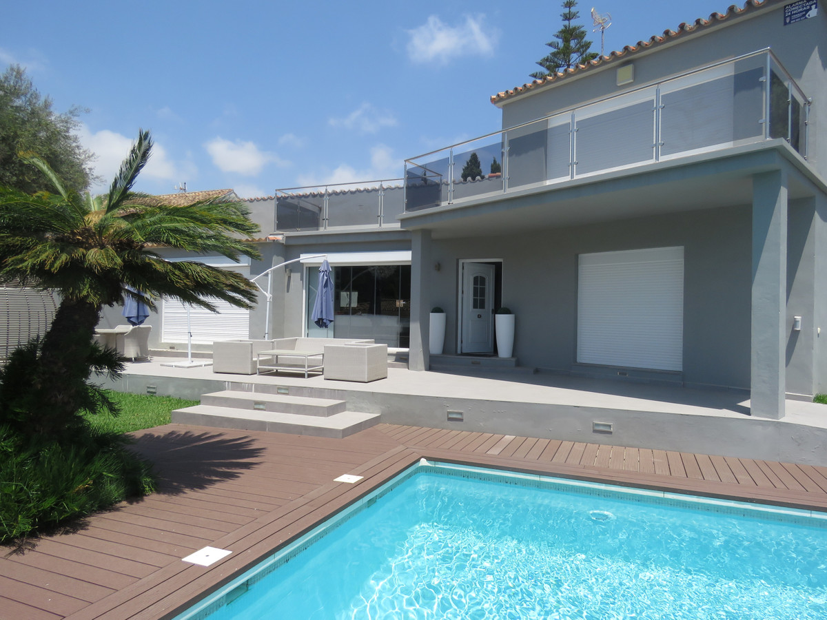 Detached Villa for sale in Cabopino R3695069