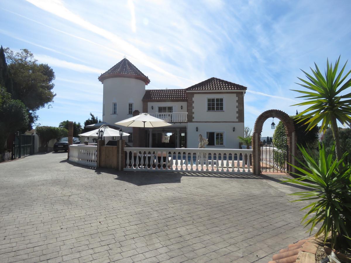 Villa 6 Dormitorios en Venta El Coto