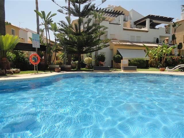 Unifamiliar Pareada 4 Dormitorio(s) en Venta Marbella