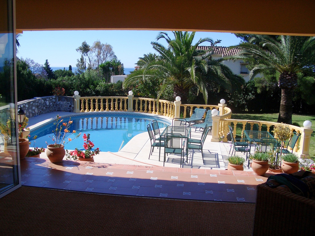 Just listed today, a villa in El Paraiso, with amazing opportunities. The villa needs some elevation,Spain