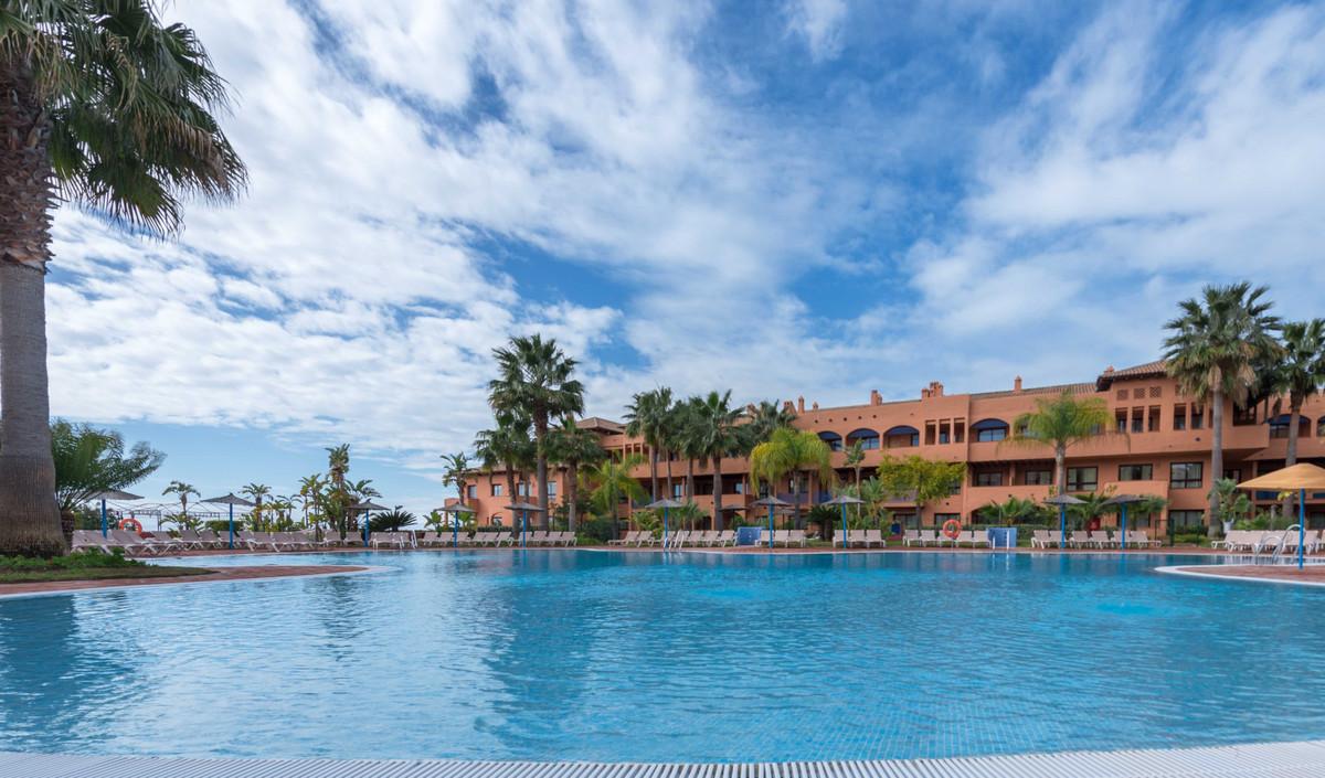 1 Bedroom Middle Floor Apartment For Sale Benahavís, Costa del Sol - HP3809611