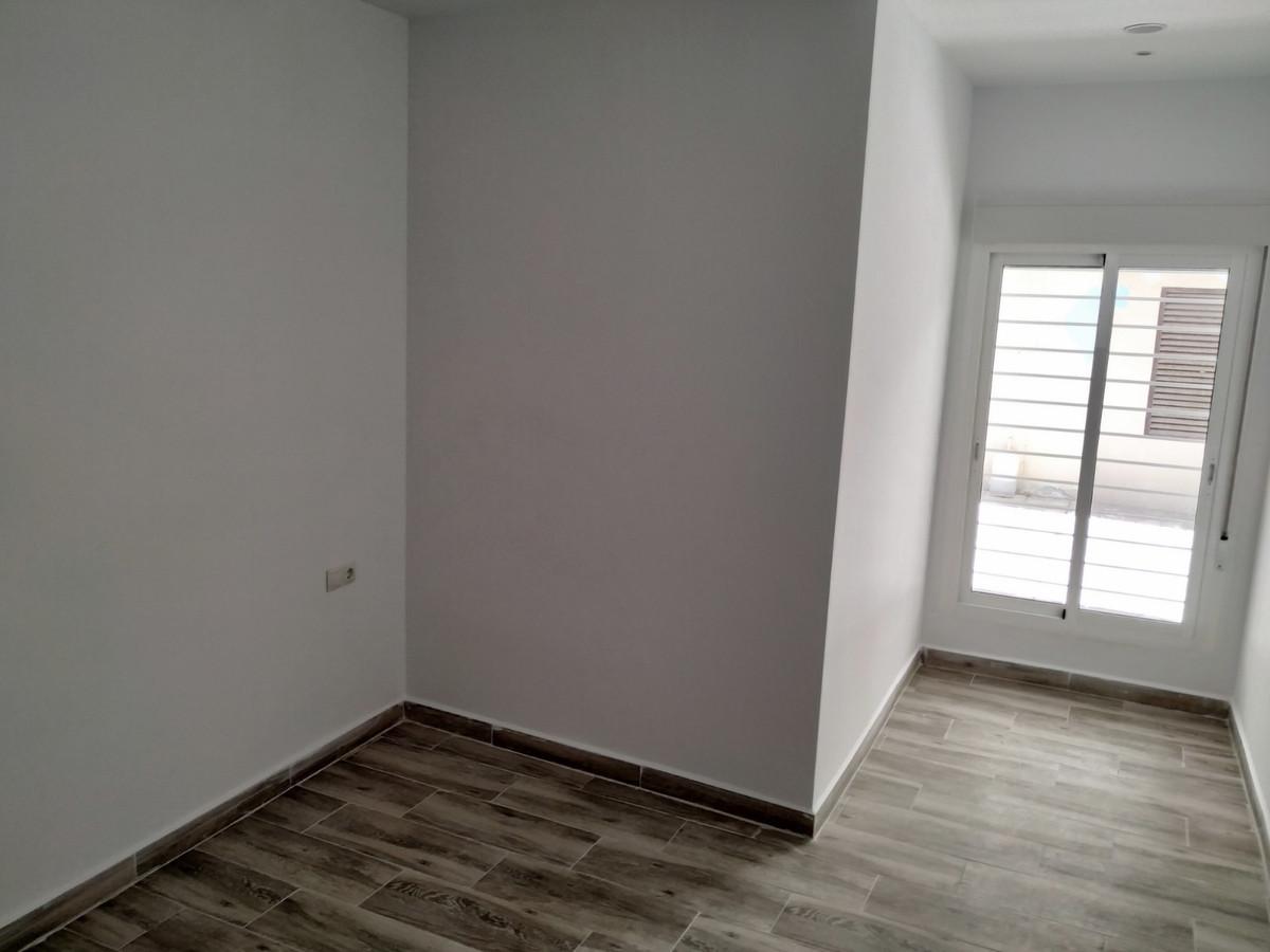 Ground Floor Apartment, Fuengirola, Costa del Sol. 1 Bedroom, 1 Bathroom, Built 60 m².  Setting : To,Spain
