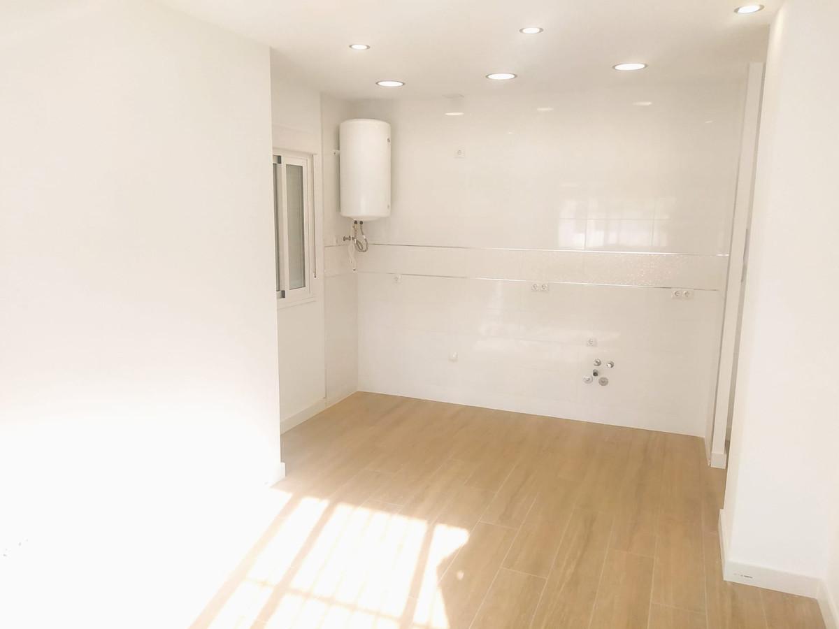 Ground Floor Apartment, Fuengirola, Costa del Sol. 1 Bedroom, 1 Bathroom, Built 46 m².  Setting : To,Spain