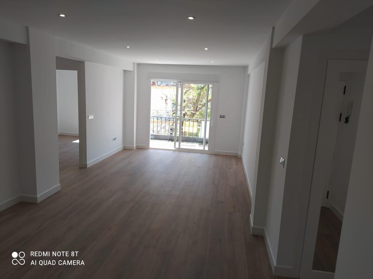 Middle Floor Apartment, Fuengirola, Costa del Sol. 2 Bedrooms, 1 Bathroom, Built 80 m², Terrace 6 m²,Spain