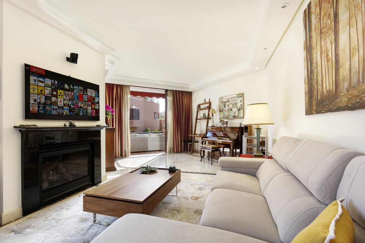 Apartment Ground Floor for sale in Nueva Andalucía, Costa del Sol