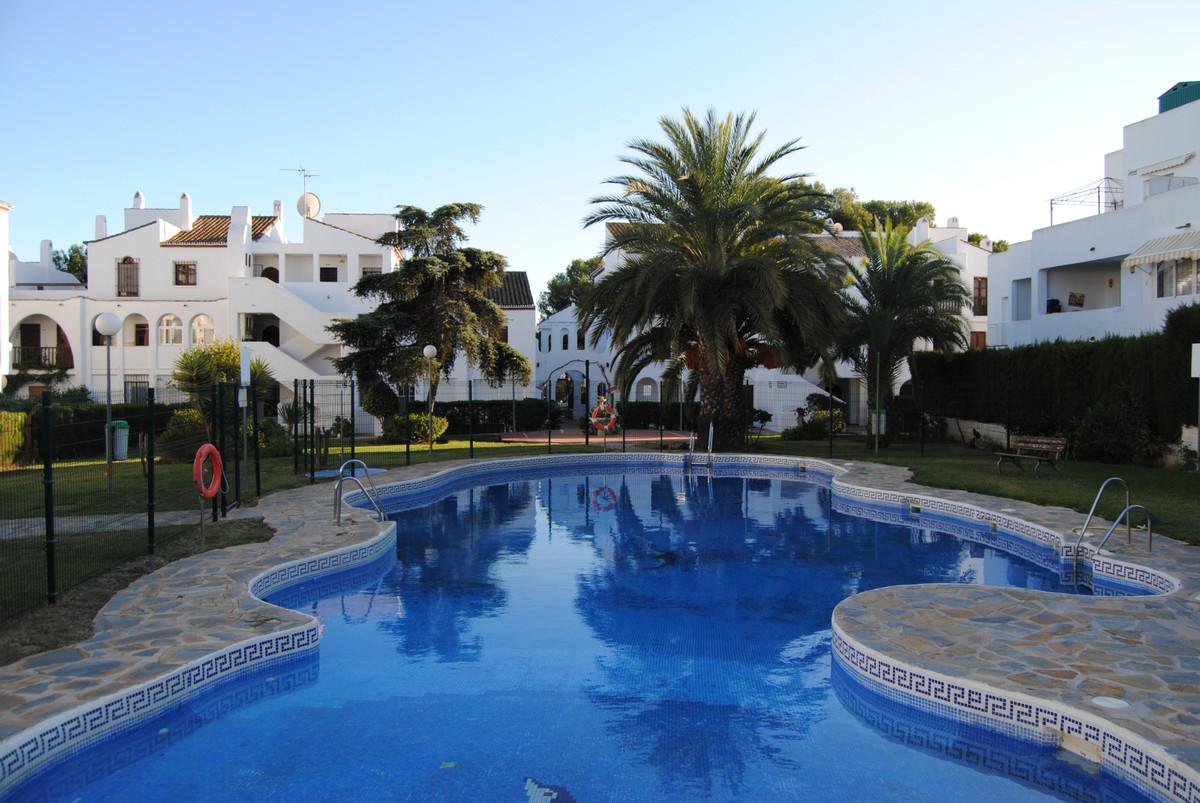 Fantastic Rental or Investment Opportunity! Beautiful penthouse apartment in El Paraiso Sport Pueblo,Spain