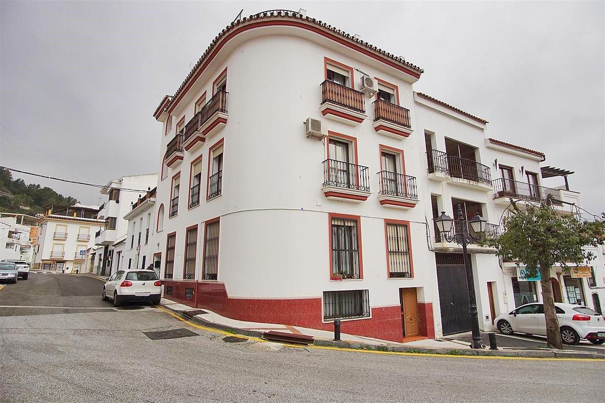 3 bed, 1 bath Apartment - Middle Floor - for sale in Monda, Málaga, for 110,000 EUR