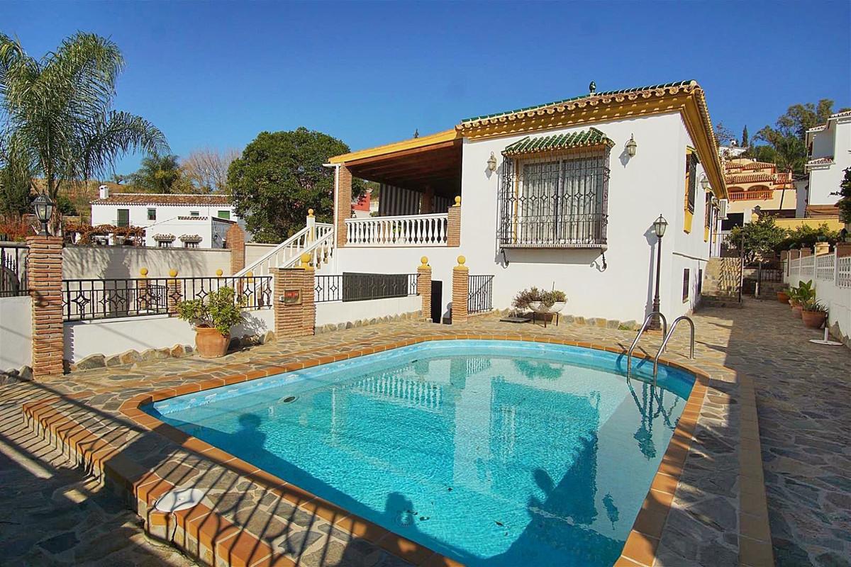 4 bed, 3 bath Villa - Detached - for sale in Coín, Málaga, for 299,000 EUR