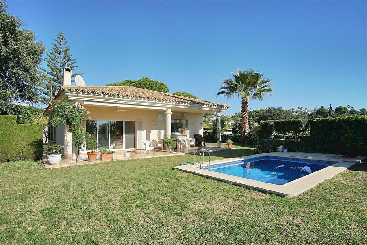 Detached Villa for sale in Elviria R3763444