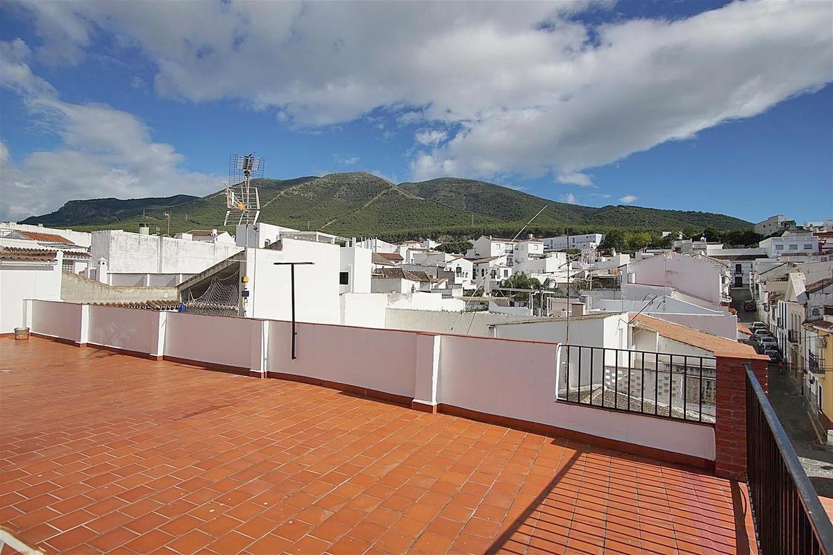6 bed, 4 bath Townhouse - Terraced - for sale in Alhaurín el Grande, Málaga, for 195,000 EUR