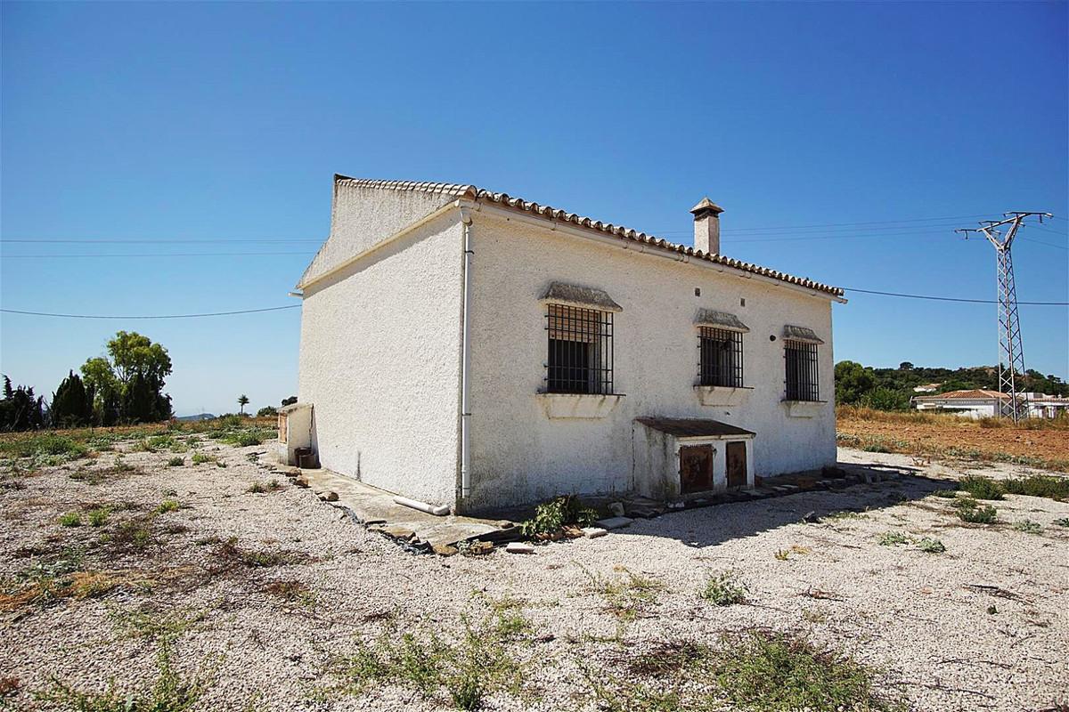Villa in Almogía