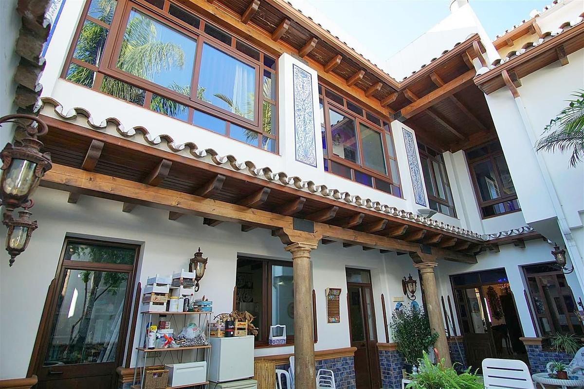 5 bed, 3 bath Townhouse - Terraced - for sale in Alhaurín el Grande, Málaga, for 399,000 EUR