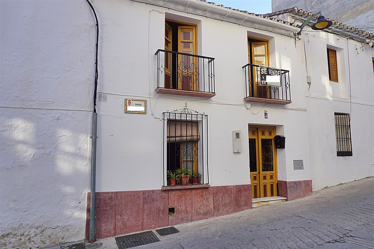 3 bedroom townhouse for sale monda