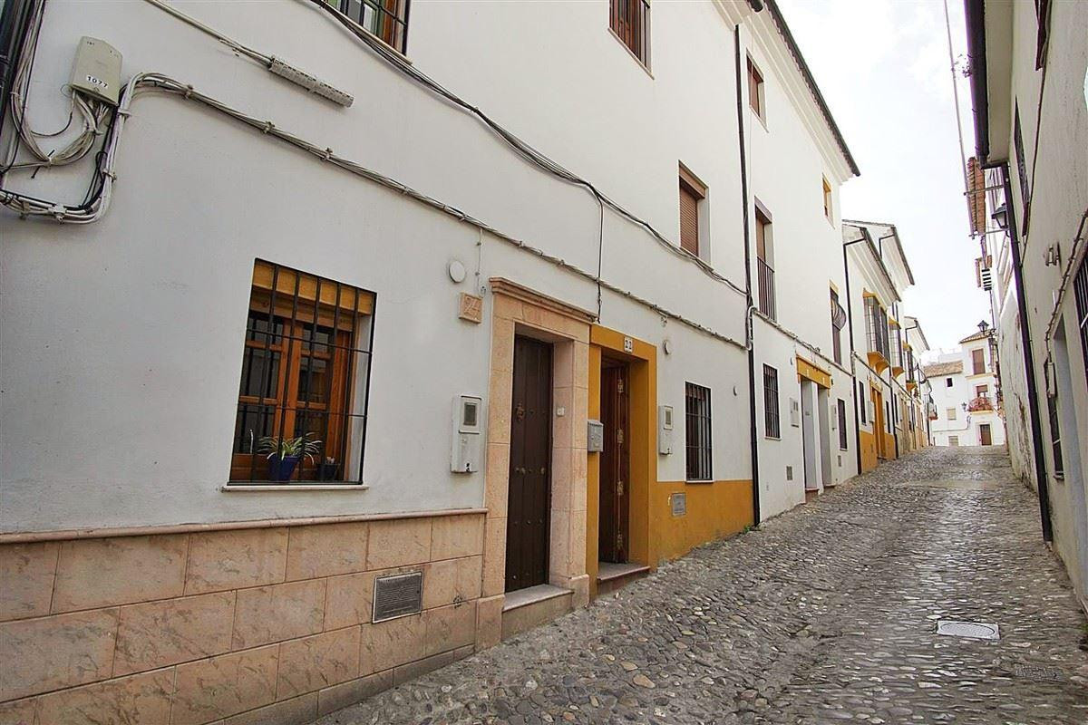 Townhouse located in Calle Mendez Moreno, a quiet street with little traffic, in the heart of the ol,Spain