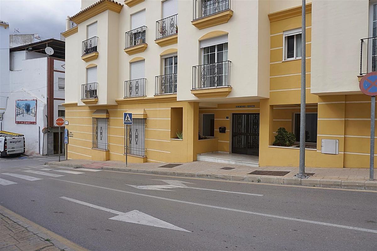 3 bed, 2 bath Apartment - Middle Floor - for sale in Coín, Málaga, for 125,000 EUR