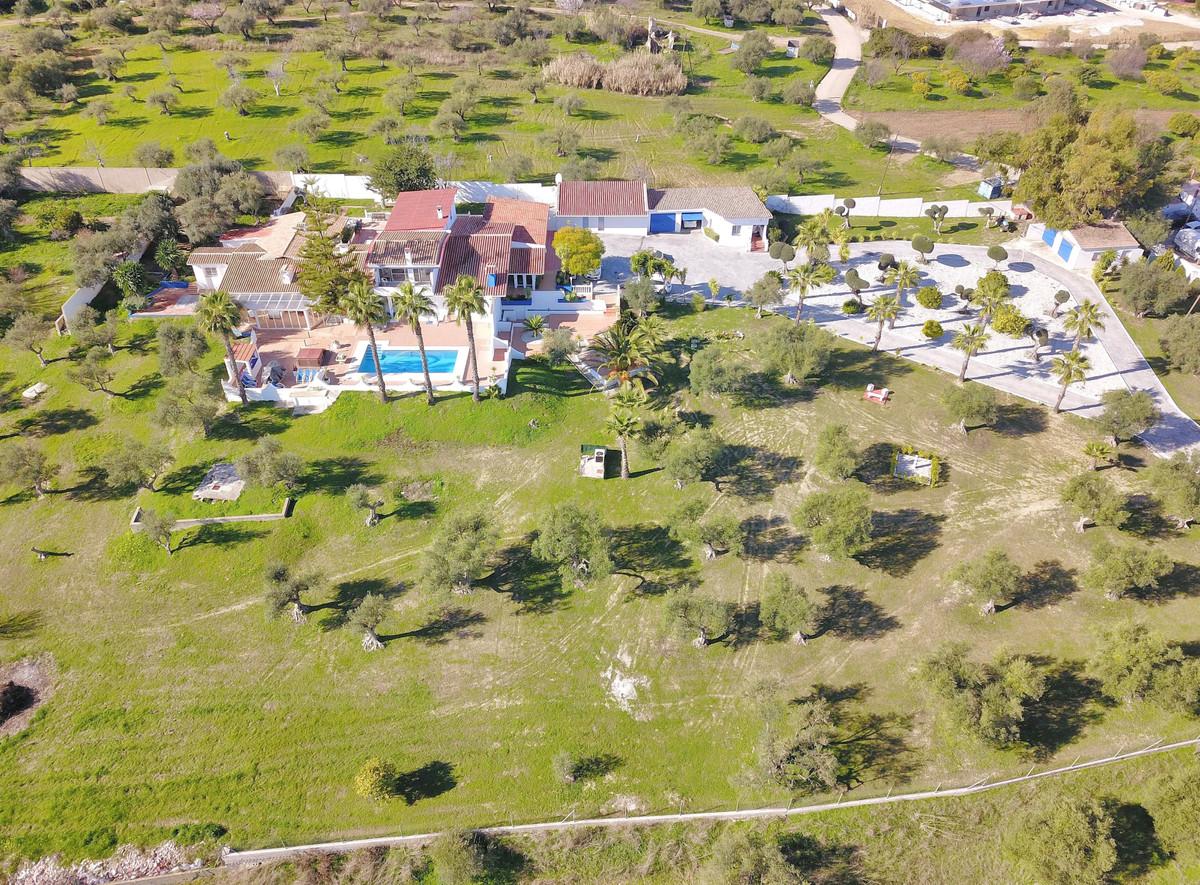 Photo of property R3481639, 1 de 77
