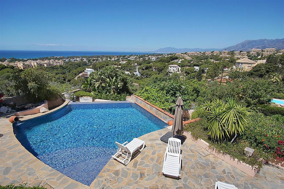 6 bed, 5 bath Villa - Detached - for sale in Elviria, Málaga, for 1,650,000 EUR