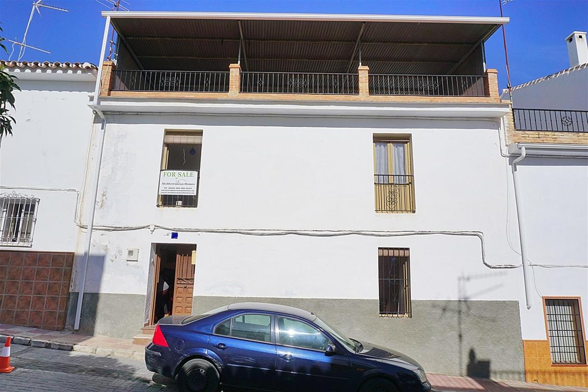 4 bedroom townhouse for sale monda