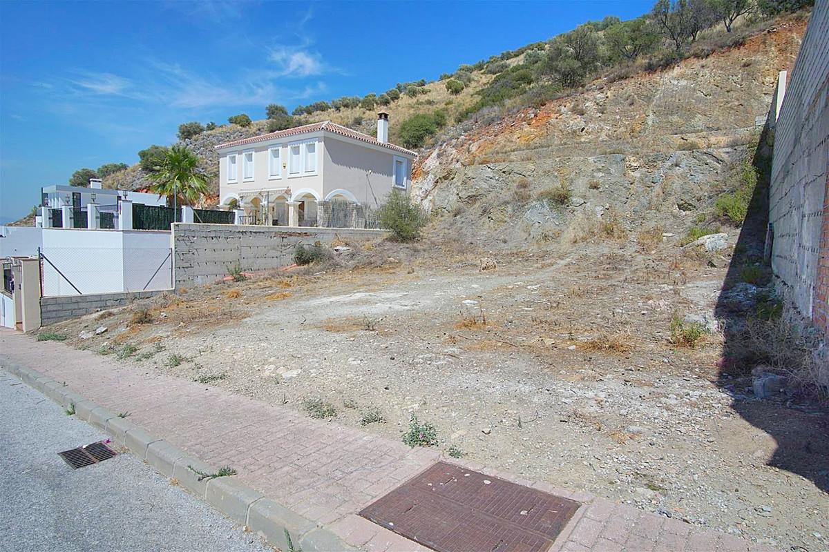 Southwest flat residential plot located on the popular urbanization of Sierra Gorda. The plot is fla,Spain