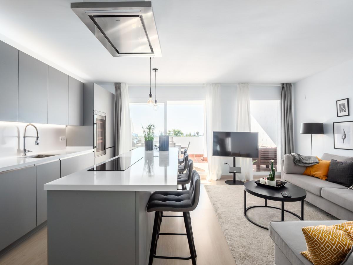 Penthouse, Marbella, Costa del Sol. 3 Bedrooms, 3 Bathrooms, Built 135 m², Terrace 33 m².  Setting :,Spain