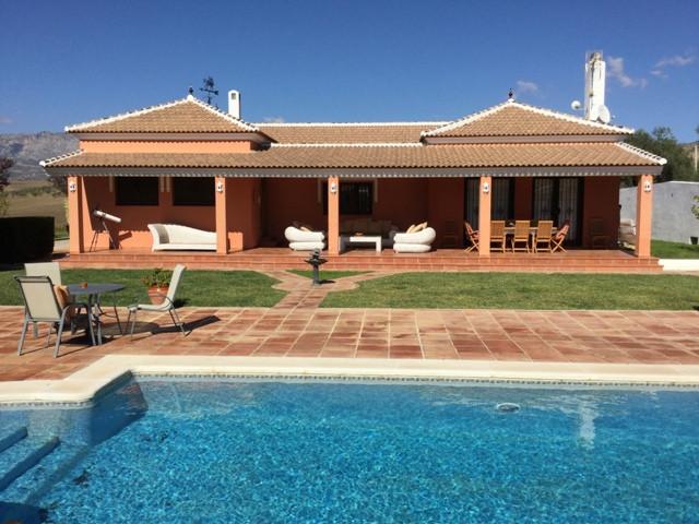 Villa  Finca en venta   en Almogía