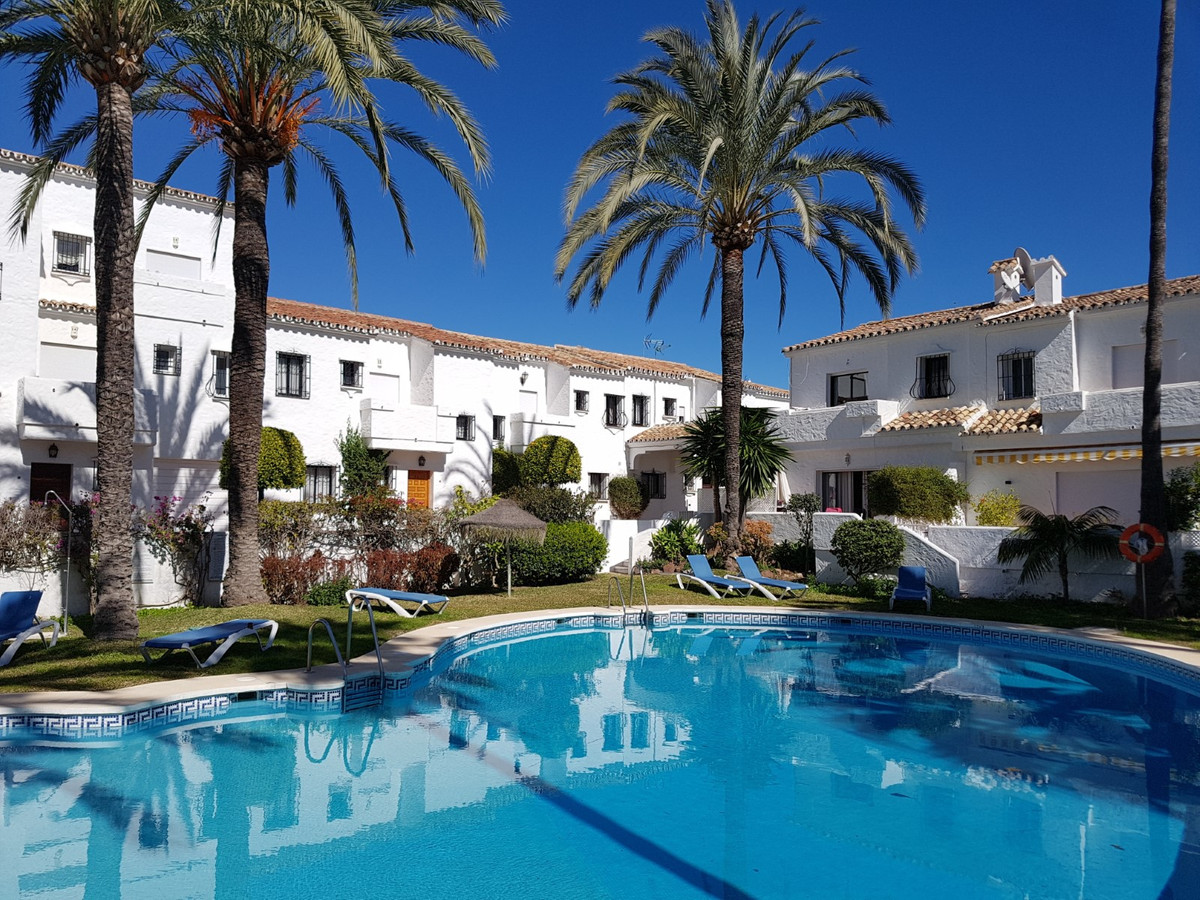 Townhouse for sale in Nueva Andalucía R3727346