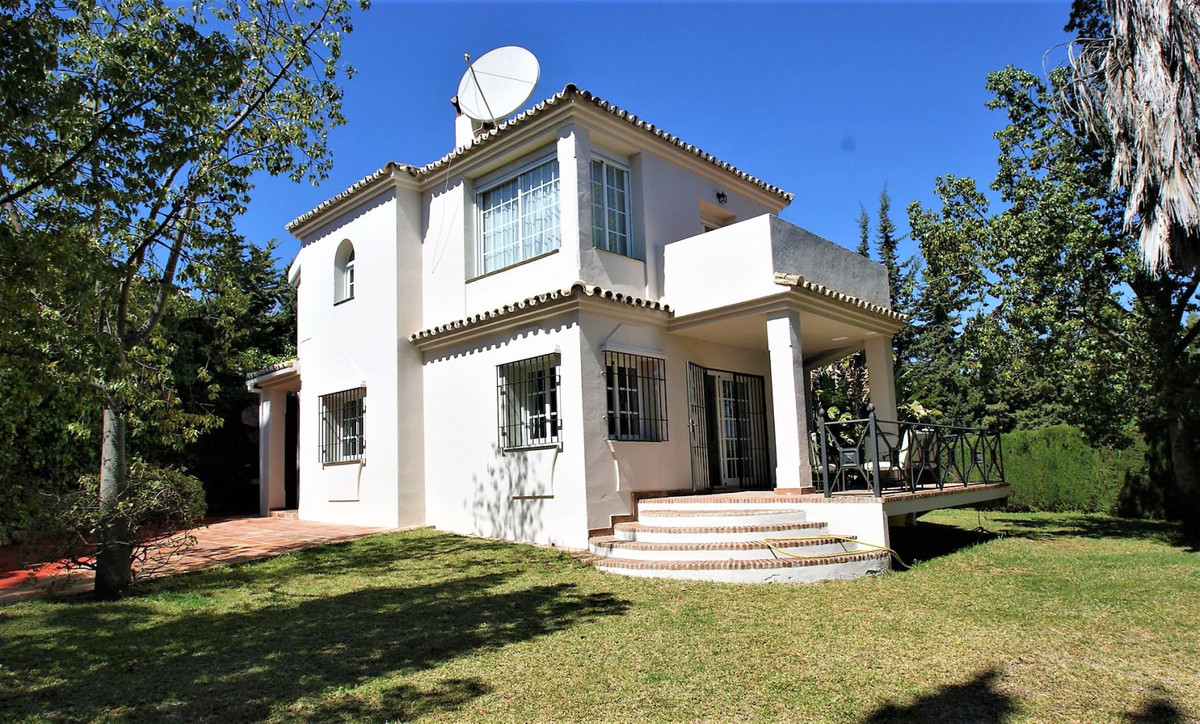 Nice villa very close to the bullring in Nueva Andalucia, walking distance to supermarkets, centro P,Spain