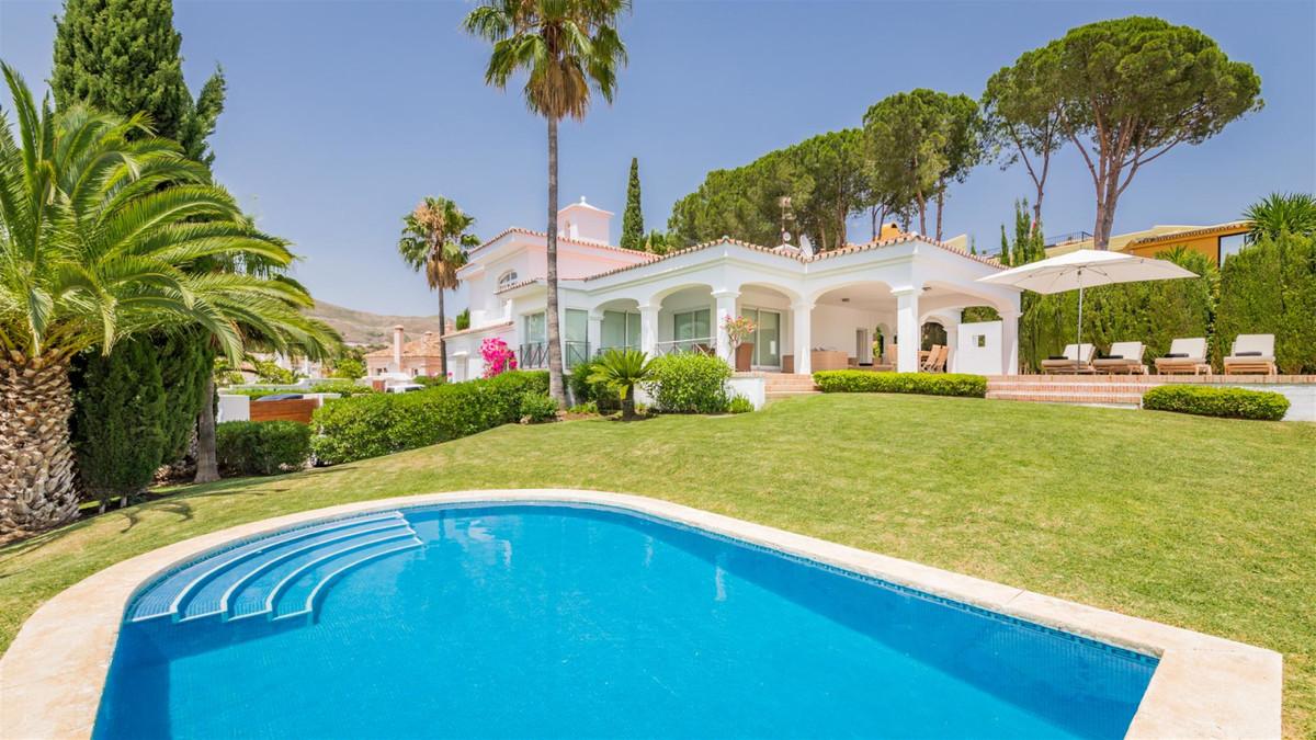 Detached Villa for sale in Nueva Andalucía R3342307