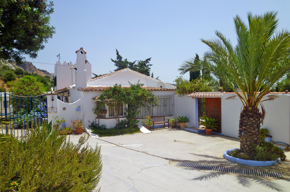 Country house with guest accommodation and horse stables near Casares, Costa del Sol  This romantic ,Spain