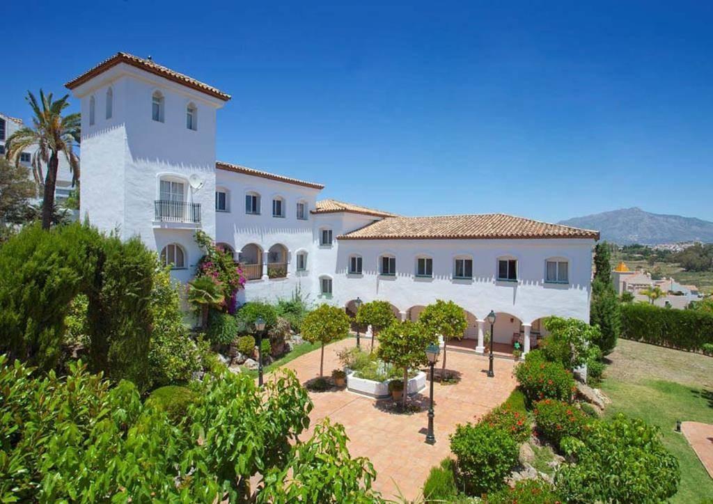 Bargain apartment in El Paraiso Estepona  with guaranteed rental return. This is a 1 bedroom apartme,Spain