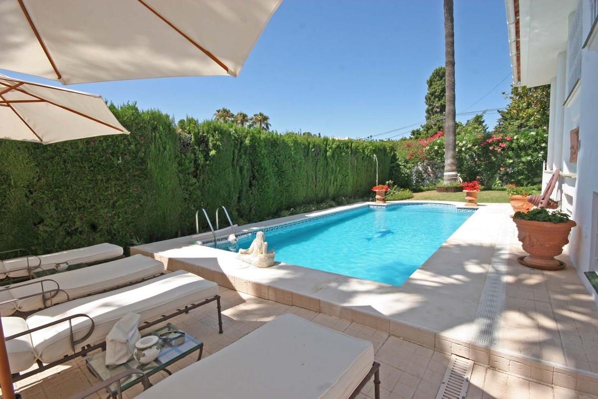 R3662180: Villa - Detached for sale in El Paraiso