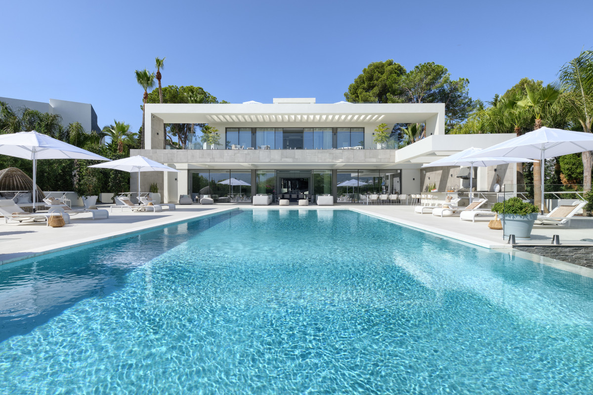 Detached Villa for sale in Nueva Andalucía R3631250