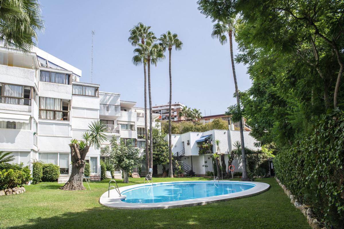 Bright apartment in the center of Marbella, on Avenida de la Fontanilla, two steps from the promenad,Spain