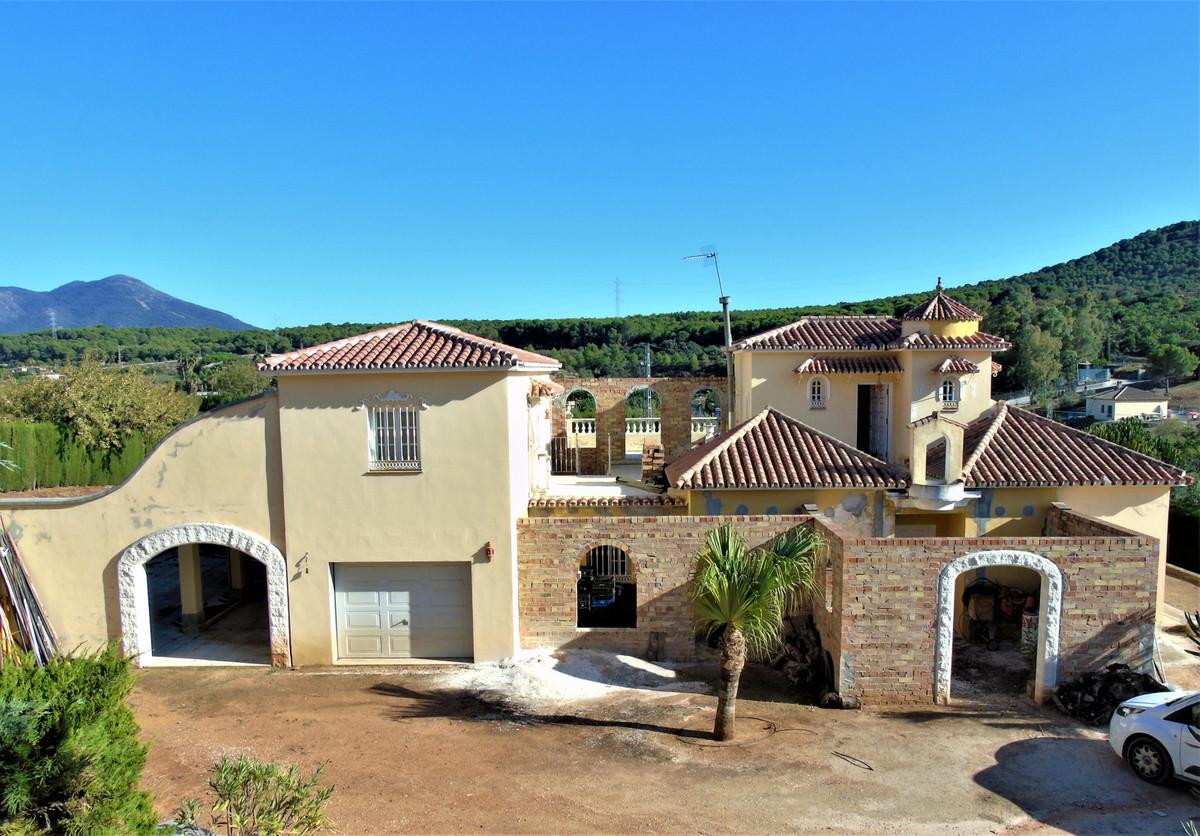This farm can be given many purposes (B & B, rural hotel, yoga retreat,health retreat, sports fa,Spain