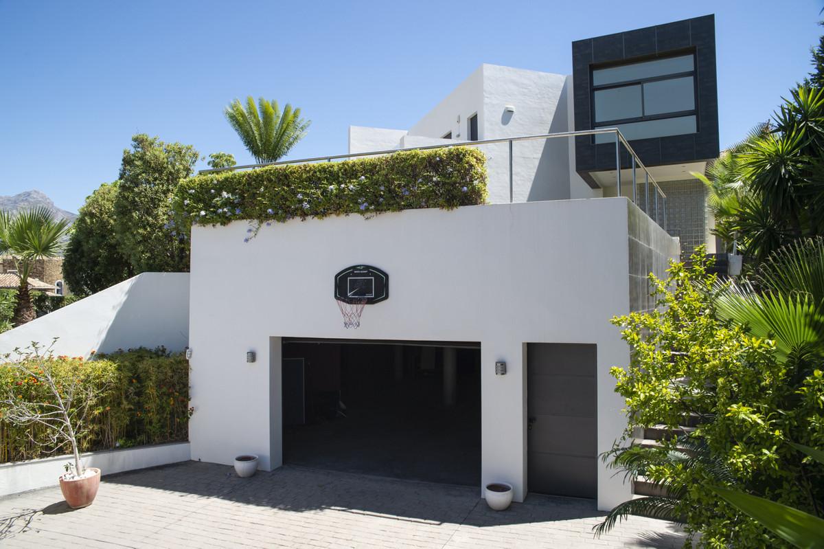 Villa Detached Nueva Andalucía Málaga Costa del Sol R3660353