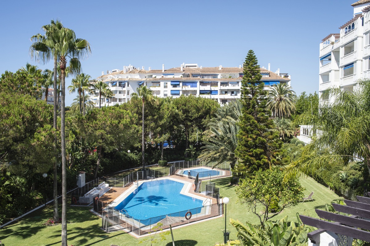 Middle Floor Apartment, Puerto Banus, Costa del Sol. 2 Bedrooms, 2 Bathrooms, Built 108 m², Terrace ,Spain