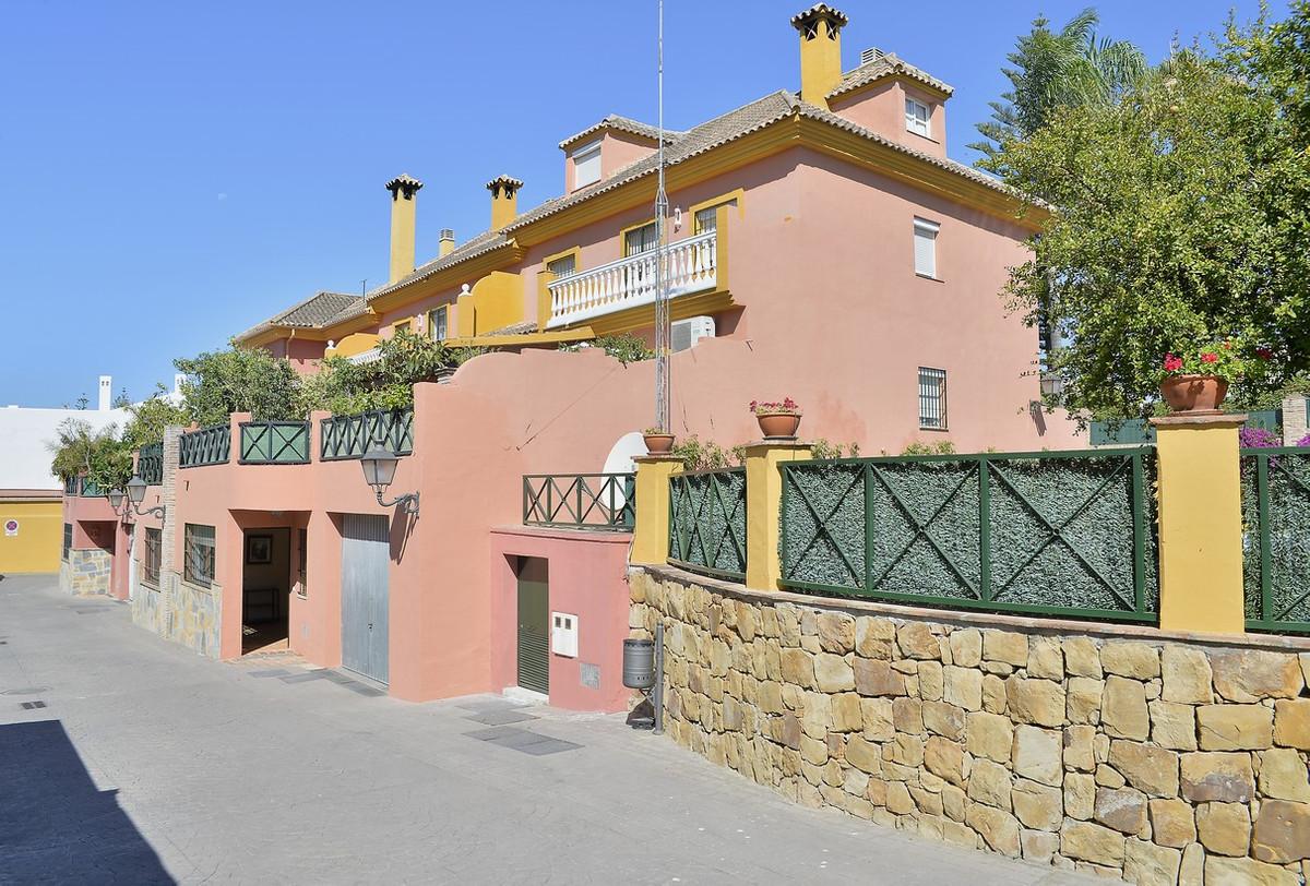 Cozy semi-detached in enclosed 4 floors, 6 bedrooms, 5 bathrooms, private garage in the heart of San,Spain