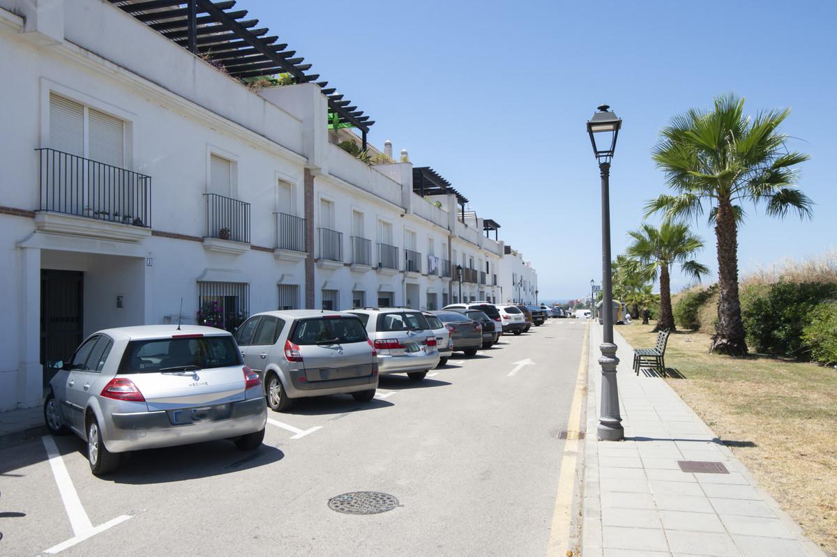 2 Bedroom Middle Floor Apartment For Sale Marbella, Costa del Sol - HP3881413