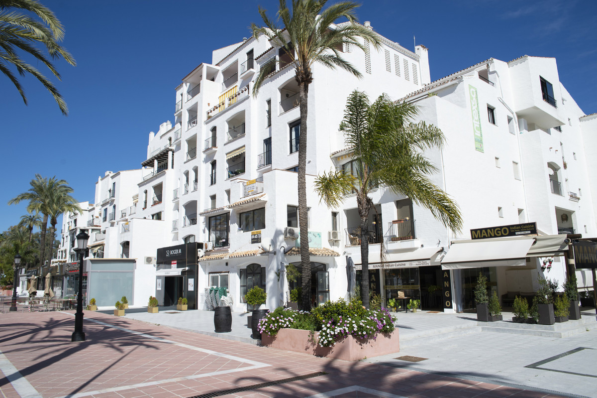 Restaurant, Puerto Banus, Costa del Sol. Built 94 m².  Setting : Town, Commercial Area, Beachside, P,Spain